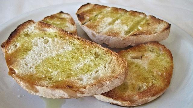 aceite-de-oliva-sano-pan